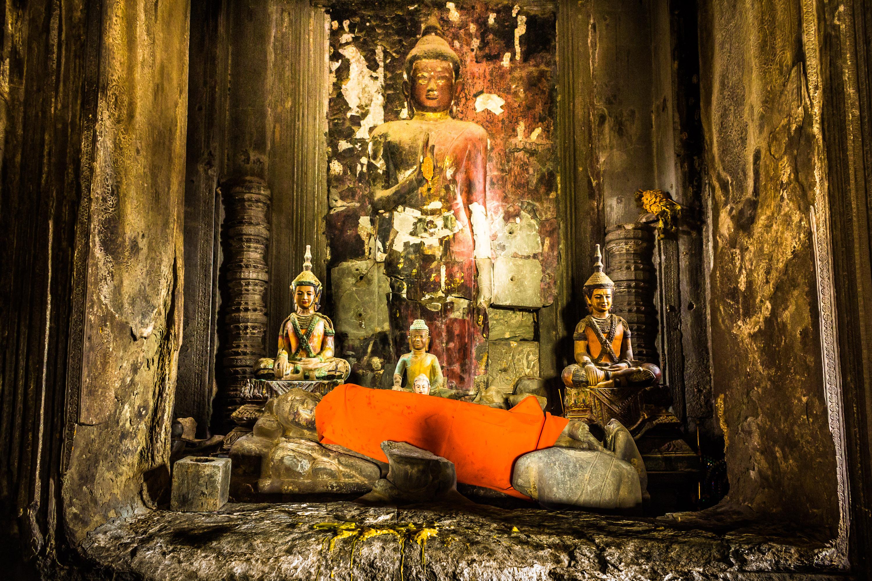 angkor-wat-inner-buddhas